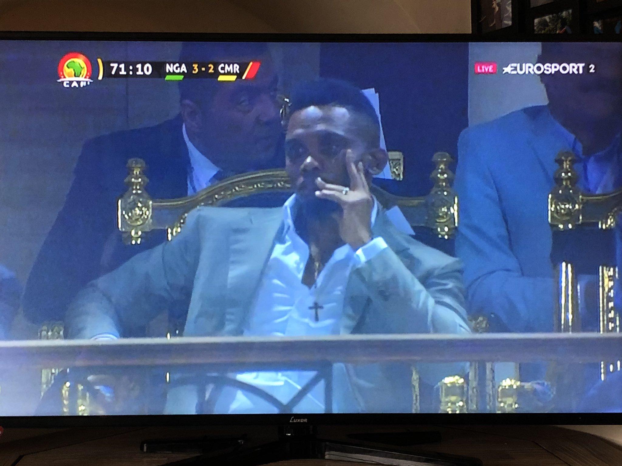这届球员不行?埃托奥现场见证喀麦隆被逆转难掩失落