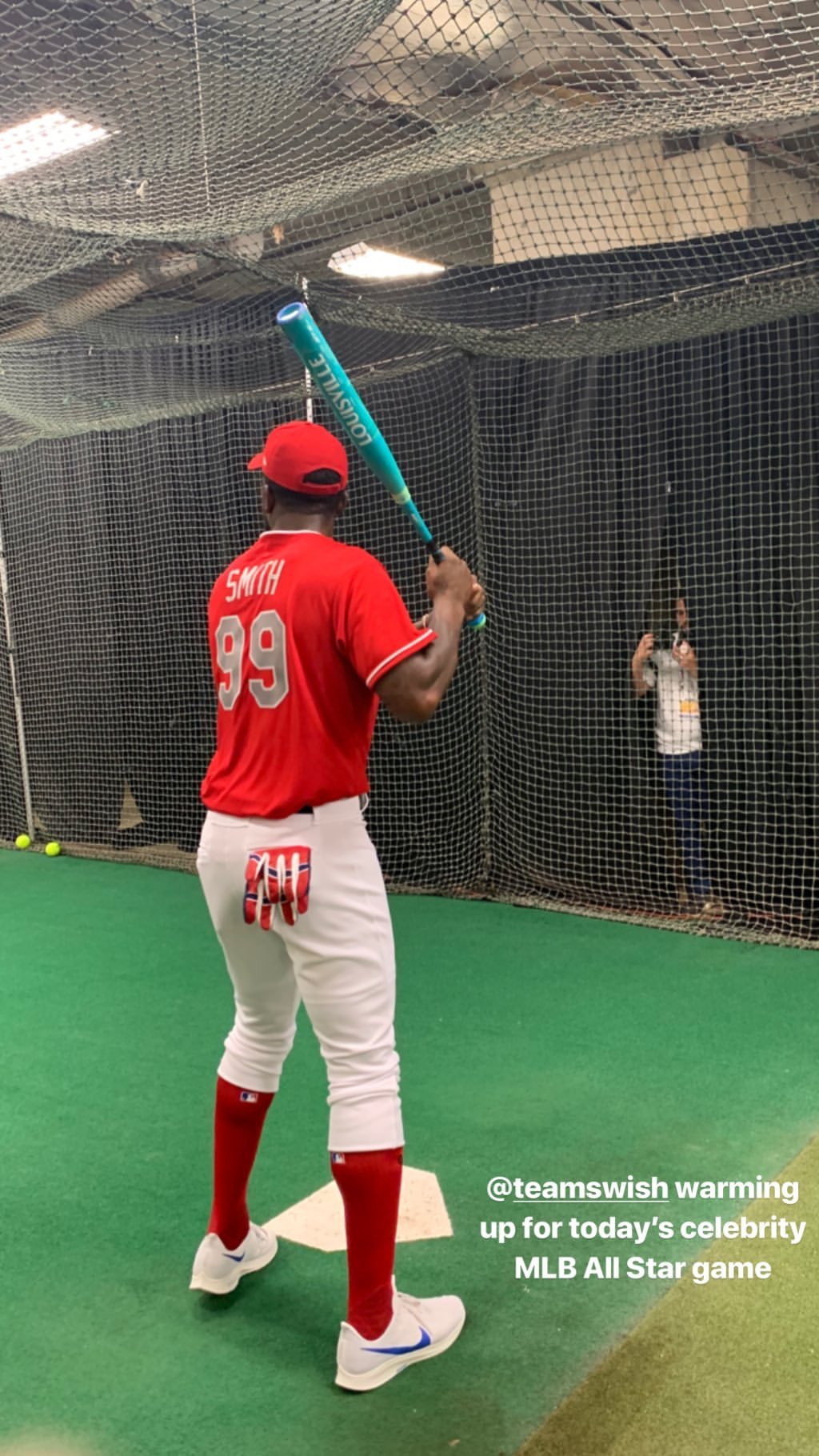 全神贯注!JR-史密斯为职棒大联盟名人赛训练热身