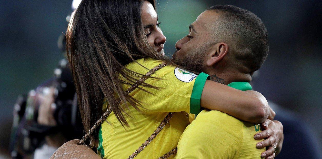 阿尔维斯:不同意梅西的指控,巴西为冠军付出了汗水
