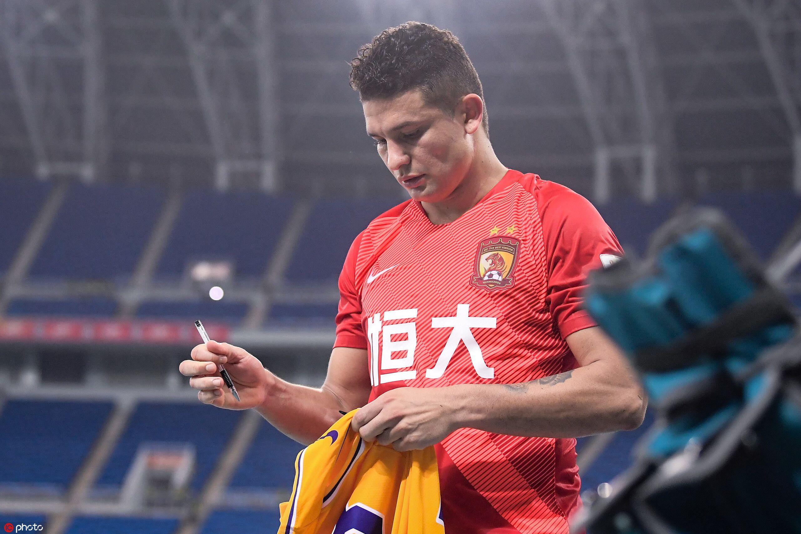 埃神:希望年轻球员能给俱乐部和我们的国家队更大帮助