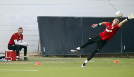 西莱森已开始在瓦伦西亚的训练,新赛季目标一号门将