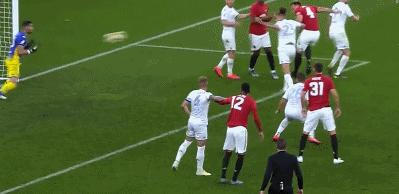 GIF:琼斯头球破门, 曼联 3-  0领先利兹