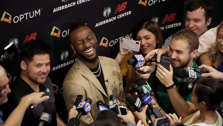 代班记者坎特提问沃克:你打算给我传多少球?