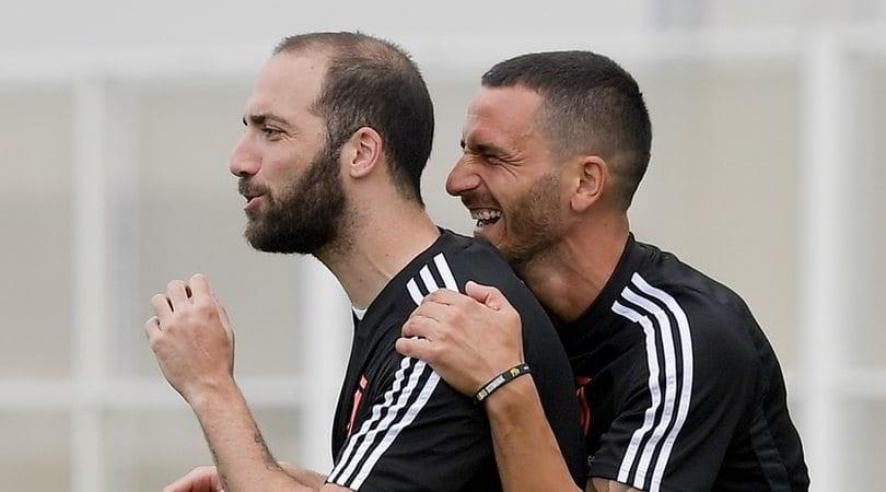 离队信号?季前赛改穿21号 罗马望租借伊瓜因一年