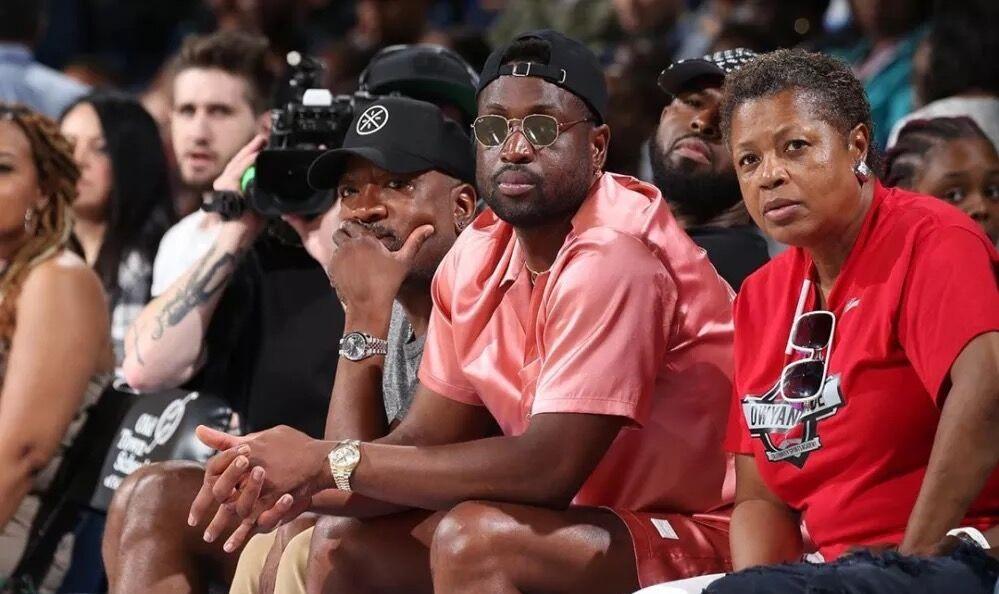 韦德和戴维斯谈WNBA:应当得到重视,希望看到新的发展