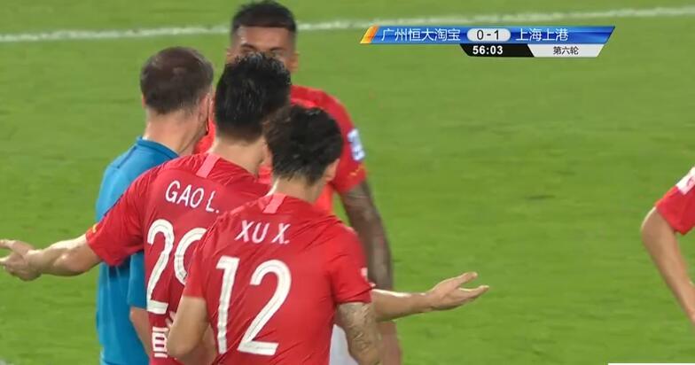 GIF:保利尼奥禁区内倒地,裁判表示无点球