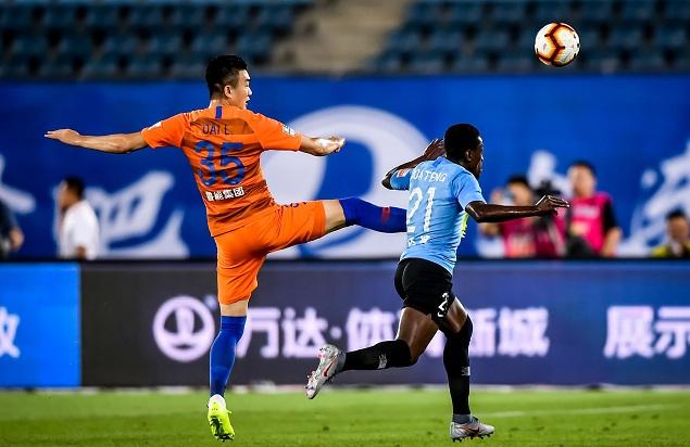 半场:卡拉斯科助攻博阿滕头球破门,一方1-0鲁能