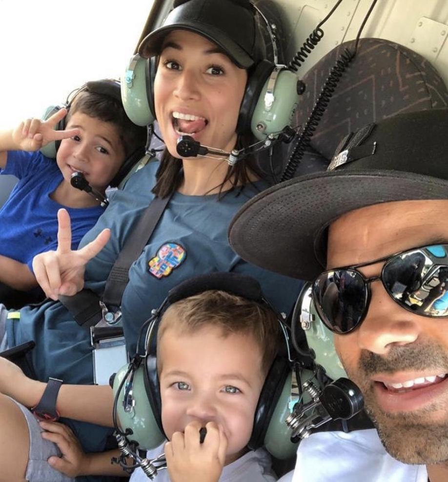 家庭日!帕克今日社媒晒出自己与家人乘坐直升机的照片