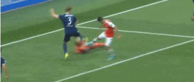 GIF:阿森纳冲撞门将在先,进球有效