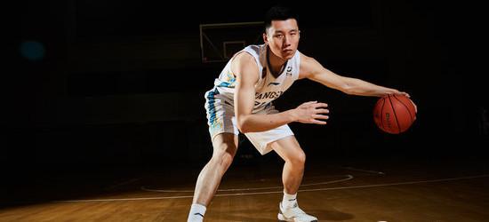 侯逸凡22分2篮板,江苏男篮击败美国音乐之城爵士