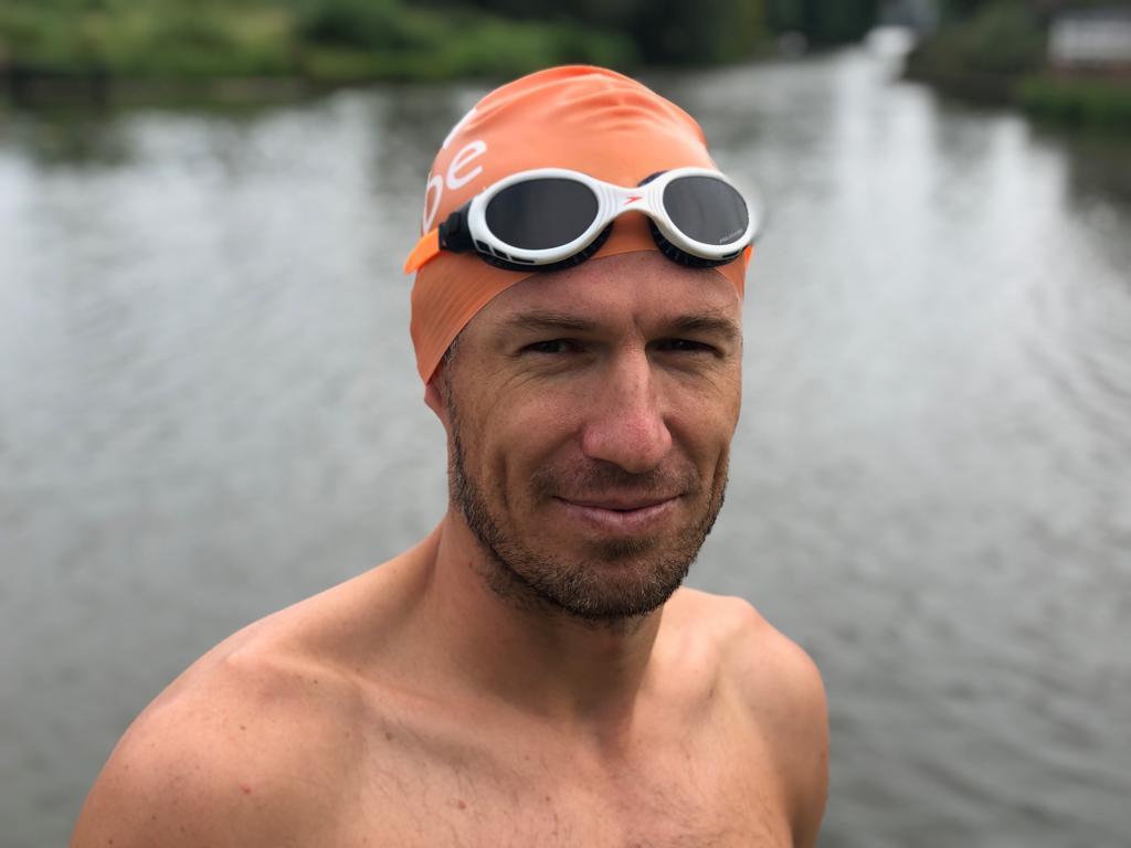 退休后疯狂营业!罗本连发3条推特宣传慈善游泳挑战