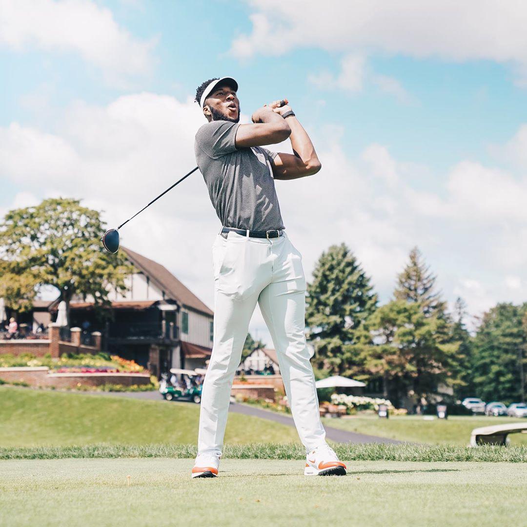 奥科吉晒打高尔夫的照片:这是我人生中第一次打高尔夫