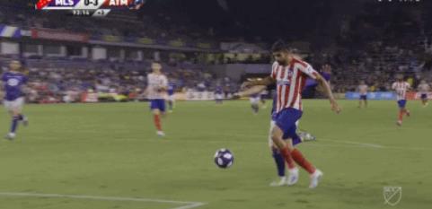 GIF:费利克斯长传助攻,科斯塔进球终结比赛