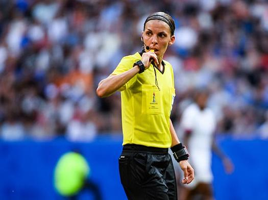 巾帼不让须眉!利物浦对切尔西欧超杯将首次由女裁判执法