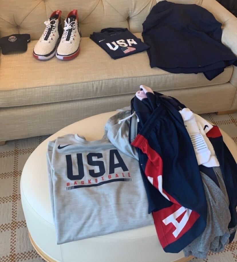 整装待发!库兹马晒照展示美国男篮全套训练装备