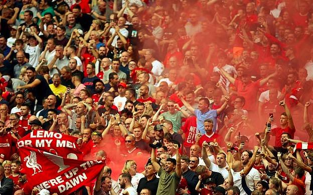 利物浦球迷坚持数十年传统,在温布利嘘国歌