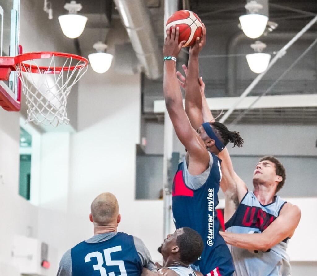 全力备战!美国男篮官方发布训练营首日队内训练组图