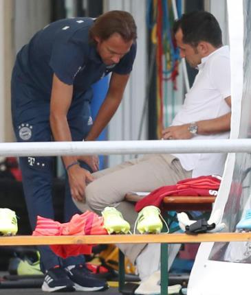 图片报:萨内伤情仍未公布的原因是其膝盖有积水
