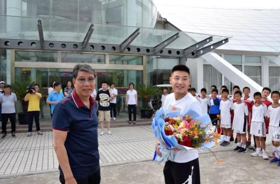 武磊周记12:从徐根宝教练身上,我学到的不只是足球
