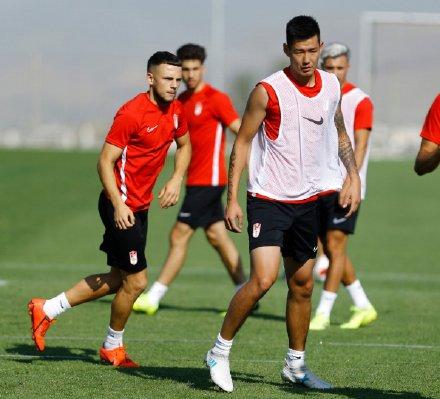 格拉纳达预备队友谊赛取胜,郝海东之子郝润湿打入足球网址球