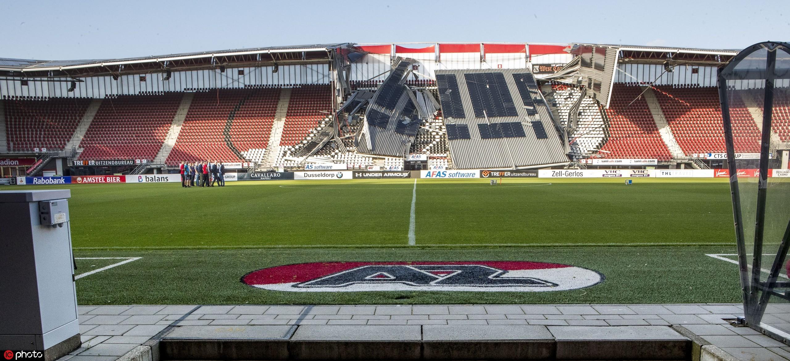多图流:荷甲阿尔克马尔主场看台被风吹毁,所幸无人伤亡