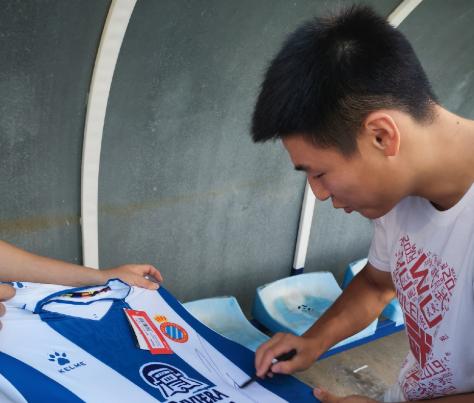 上港U19不敌西班牙人U17,武磊现身场边为师弟助阵
