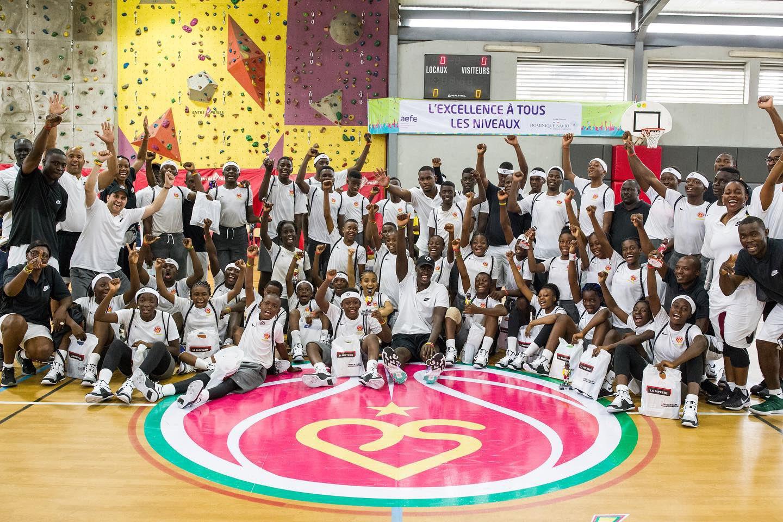 心系家乡!西亚卡姆七年来首回喀麦隆,并举办篮球训练营