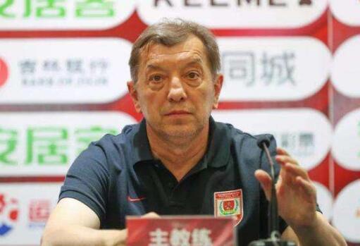 萨布利奇:高洪波是中国最好教练,首次赢他需感谢队员