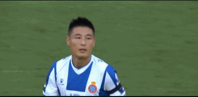GIF:武磊身穿7号球衣首发出场