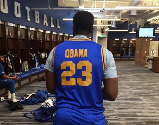 前美国总统奥巴马高中亲穿球衣获拍12万美元高价