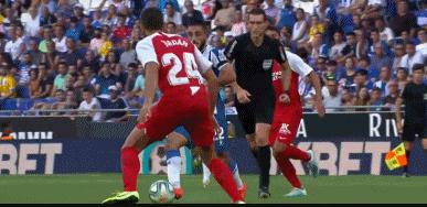 GIF:武磊做球,巴尔加斯远射被扑