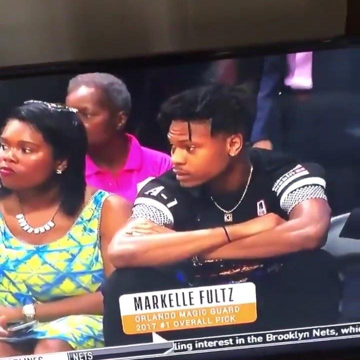 尴尬!WNBA比赛转播误将现场观众错认为富尔茨