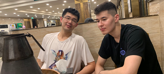 孙桐林晒出和阿不都聚餐照,阿不都:我们还是我们