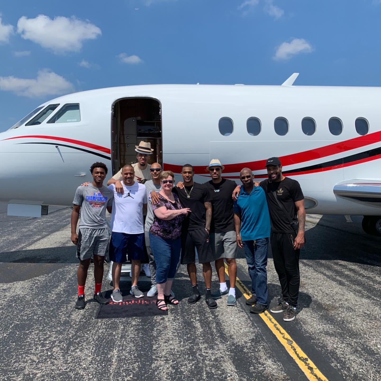 其乐融融!丹尼-格林晒出全家前往开曼群岛出游照