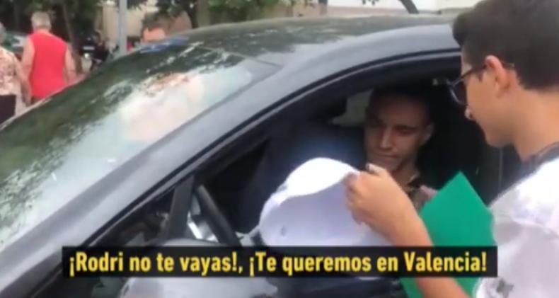 瓦伦西亚球迷挽留罗德里戈:去了马德里可没有海滩