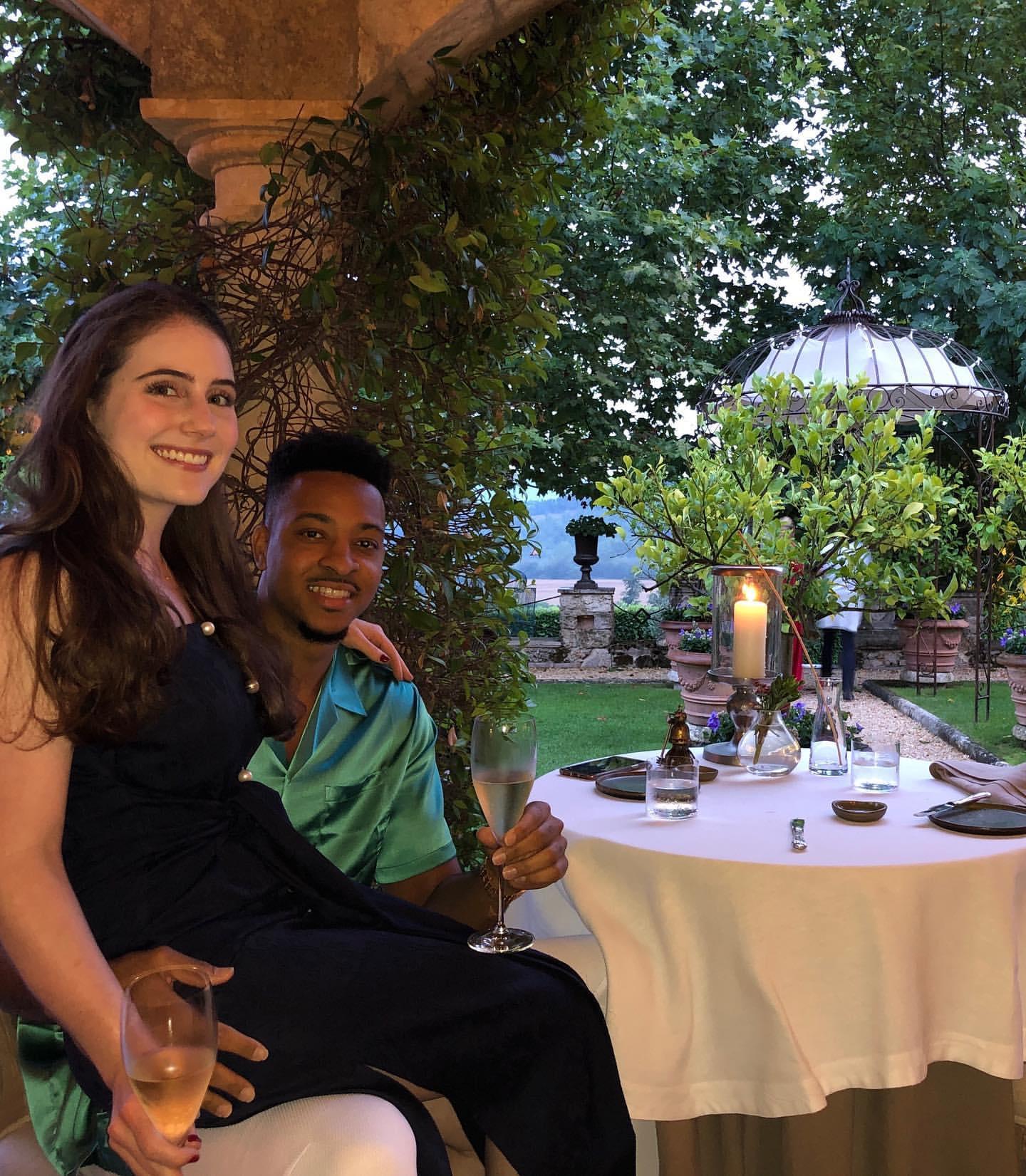 爱情甜蜜!CJ-麦科勒姆晒出与妻子意大利出游照