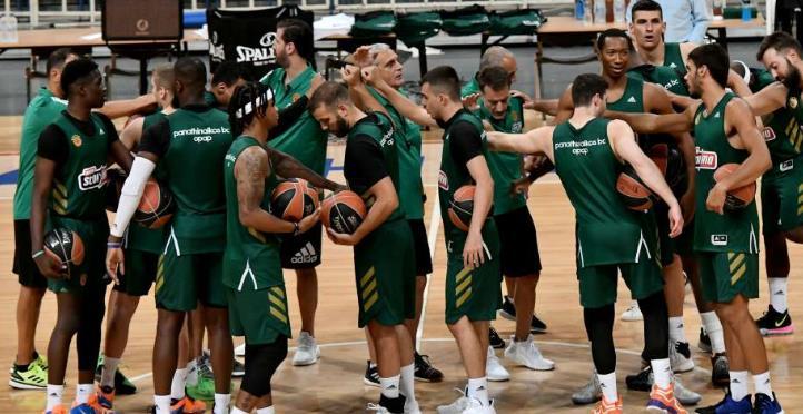 科斯塔斯-阿德托昆博陪同帕纳辛纳科斯完善首次训练