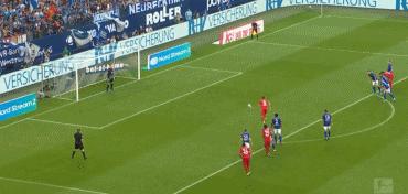 GIF:莱万多夫斯基点球打进帮助拜仁打破僵局