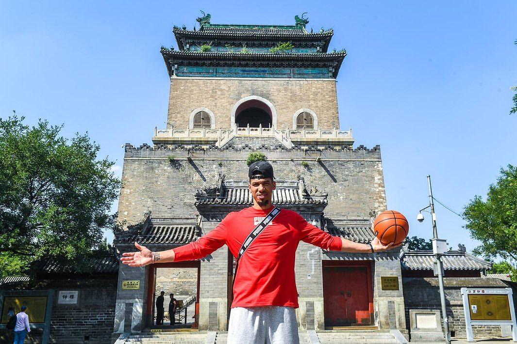 丹尼-格林晒出中国行组图:这里的球迷和湖人国度太棒了