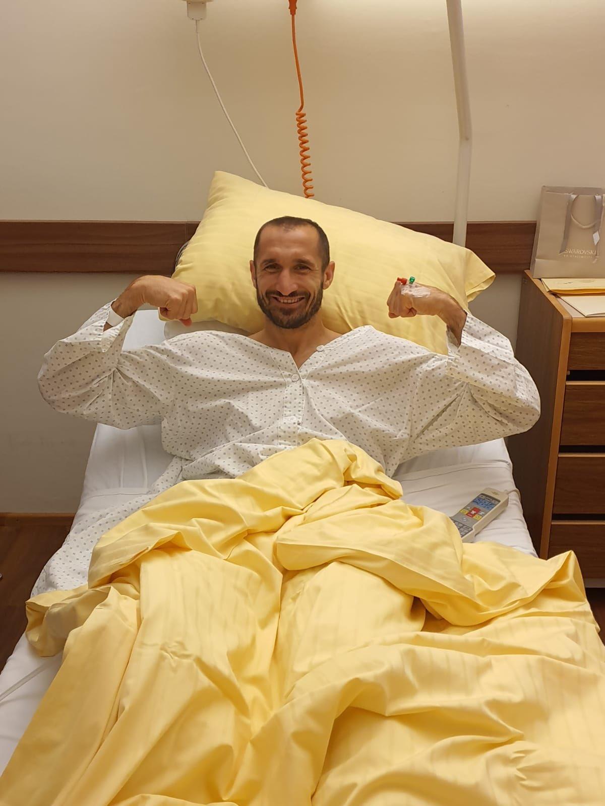 心态放好!基耶利尼晒出术后照片:复健第一天