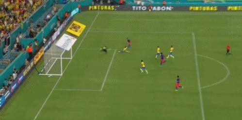 GIF:穆里尔抽射梅开二度,哥伦比亚反超比分