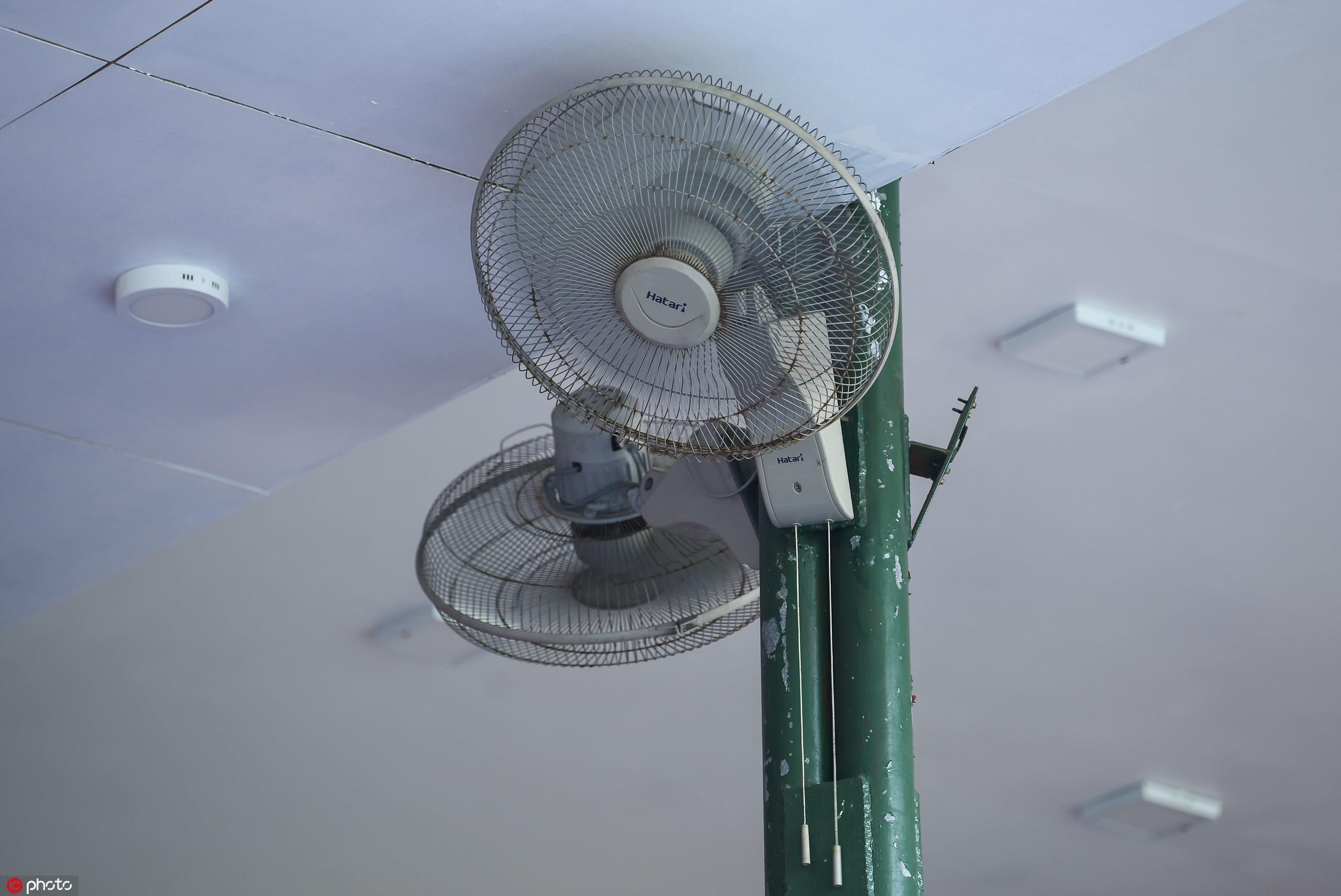 多图流:马代国家体育场开启赛前准备工作,场内吹电扇