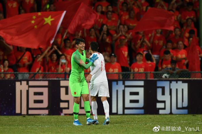 颜骏凌微博发文庆祝国足世预赛首胜:开门红