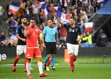 GIF:格列兹曼助攻朗格莱头槌建功,法国队扩大比分