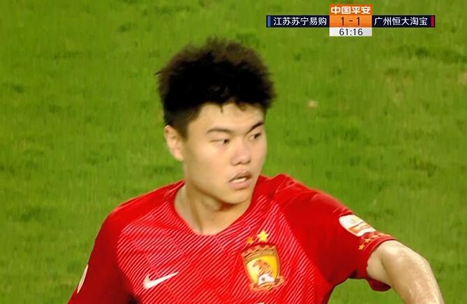 GIF:真锦鲤!杨立瑜传中造米兰达乌龙,苏宁1-1恒大