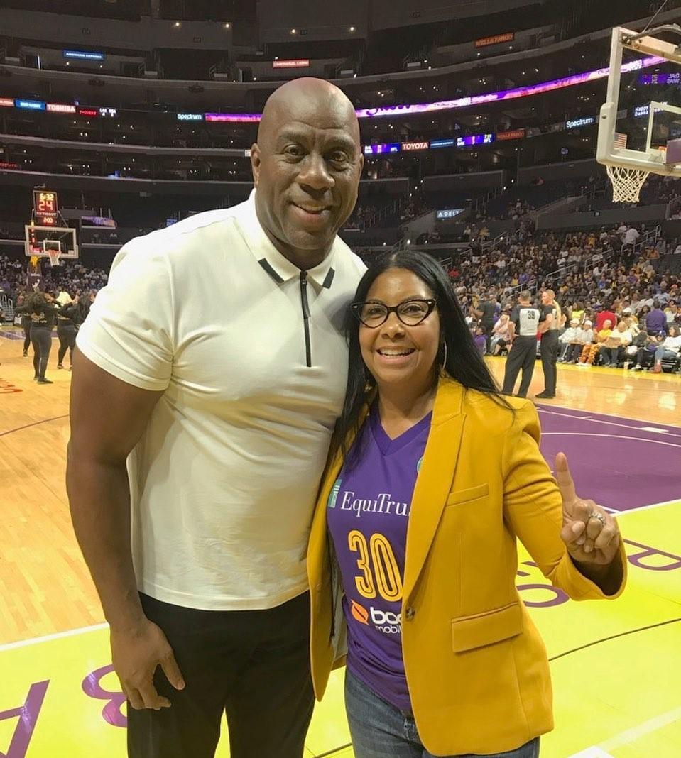 魔术师晒照祝贺WNBA洛杉矶火花队:压服性hg0088官网胜利