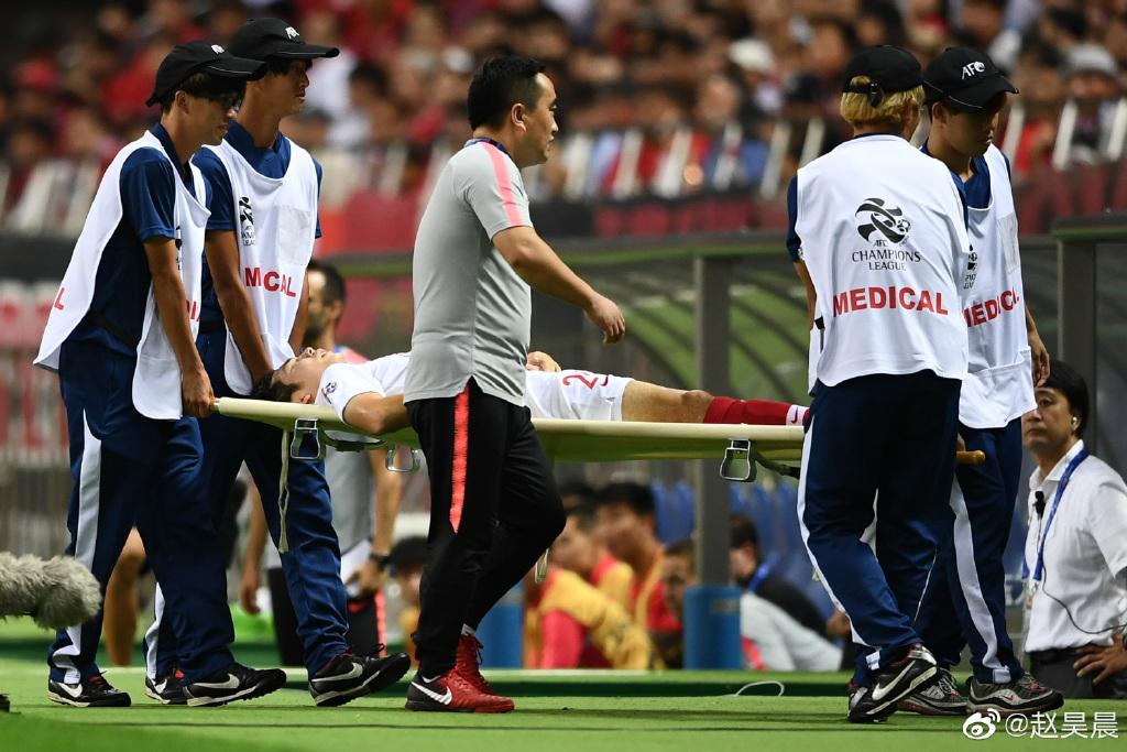 上港:杨世元伤势不轻,已前往医院接受核磁共振检查