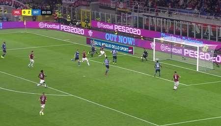GIF:哐哐响,波利塔诺、特奥和坎德雷瓦先后击中门柱