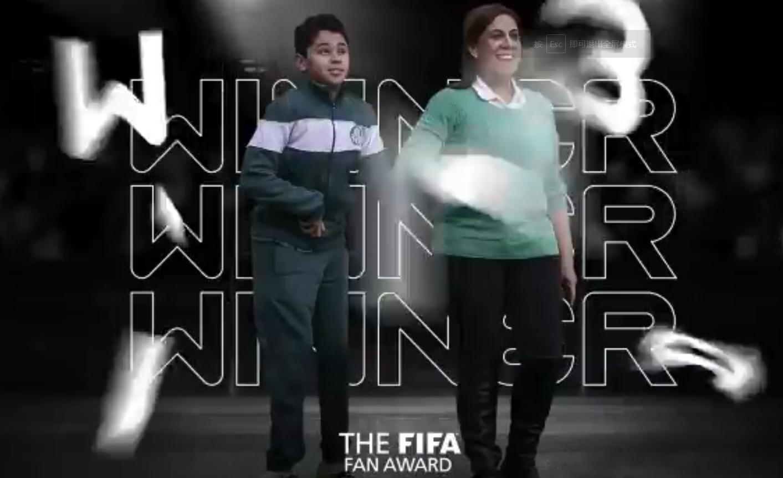 官方:帕尔梅拉斯球迷母子当选年度最佳球迷