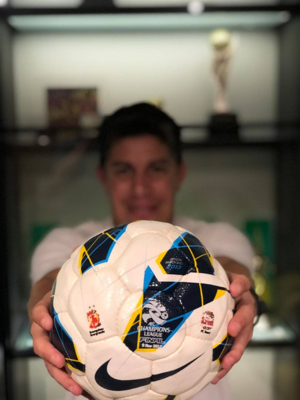 忆与恒大亚冠通过,孔卡晒决赛用球:最成功的荣誉之一